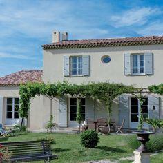 Découvrez les plans de cette maison traditionnelle et moderne sur www.construiresamaison.com >>>