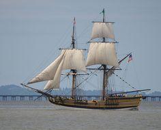 Lady Washington out of Westport, Washington, sailing on the Columbia River (via Flickr).