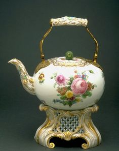 Teapot with lid and stand