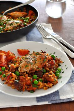 A quick paella recipe that's simple to make, for midweek meals. Everyday ingredients and chock full of flavour! Chicken Chorizo, Tinned Tomatoes, Recipetin Eats, Paella Recipe, Midweek Meals, Puerto Rican Recipes, Fast Dinners, Chicken Seasoning, One Pot Meals