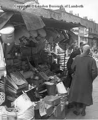 Date : A Lambeth Walk hardware stallholder in conversation with his customer. Vintage London, Old London, South London, New South, London History, Brixton, Old And New, Childhood Memories, Walking