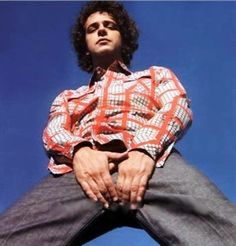 See Gustavo Cerati pictures, photo shoots, and listen online to the latest music. Soda Stereo, Perfect Love, Poster Pictures, Daddy Issues, Reference Images, Lady And Gentlemen, Latest Music, New Wave, Music Bands