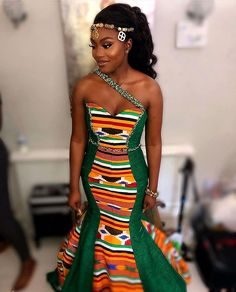 Corseted Kente gown for 💚💚💚 Makeup Hair Styled by Frontal installation by… African Fashion Ankara, Latest African Fashion Dresses, African Print Fashion, African Wedding Attire, African Attire, African Weddings, Nigerian Weddings, African Print Wedding Dress, African Traditional Wedding Dress