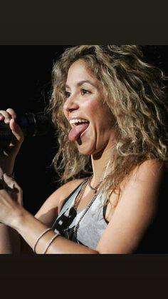 Shak in Concert Divas, Shakira Mebarak, Celebrity Singers, Record Producer, Womens Scarves, Sexy, Beautiful Women, Beautiful Things, Dreadlocks