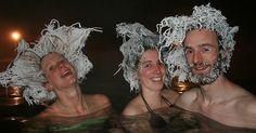 Algo muy interesante les sucede a los visitantes de las aguas termales  en Canadá, a medida que el aire baja hasta 30 grados bajo cero el cabello se les congela