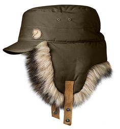 Fjallraven Woodsman Cap: FEATURES of the Fjallraven Woodsman Cap Winter cap in with warm ear flaps in arctic faux faux fur Adjustable leather straps with press buttons Stiff visor that protects against sun and wind Leather details Warm Winter Hats, Winter Hats For Men, Outdoor Outfit, Outdoor Gear, Nylons, Snowboard Style, Visor Hats, Caps Hats, Cape