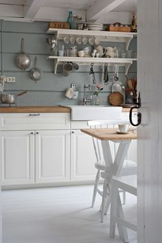 Simple farmhouse style kitchen with open shelving Farmhouse Style Kitchen, Rustic Kitchen, Country Kitchen, New Kitchen, Kitchen Dining, Kitchen Decor, Country Interior, Kitchen Interior, Cozinha Shabby Chic