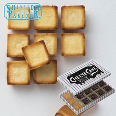 資生堂パーラーのチーズケーキ | 小さなキューブ型。  一つ一つが丁寧にパッキングされているのでオフィスなどへの手土産にも持っていきやすいです。  北海道産の小麦粉を使った香ばしいビスキュイ生地で、デンマーク産のクリームチーズを包み込んで焼き上げたチーズケーキはぎゅっとおいしさが詰まっています。