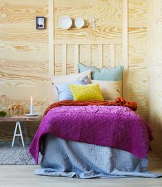 YES!YES! LOVE THE POP OF COLOR! THE PURPLE! Gotta decorate my room like this.