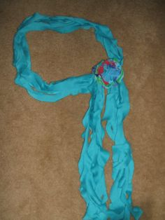 recycled spiral T-shirt scarf! awesome idea and looks easy.