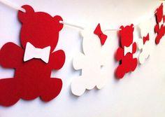 Varal de papel feito com ursinhos para decoração de festa (reprodução do site…