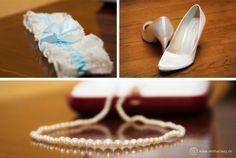 #Detailbilder von #Strumpfband, den #Schuhen der #Braut und dem #Schmuck gehören einfach dazu.