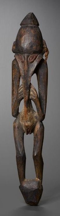 Bird-man sculpture, Sepik River region, Papua New Guinea. Wood, natural pigments. Height: 57 cm. Around the turn of the 19th-20th century.