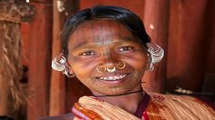 Gesichtstätowierung – More is more – Kutia Kondh woman with traditional piercings and facial ta… – Tatto und Piercing Men's Piercings, Personal Qualities, Facial Tattoos, Lobe, Volunteer Abroad, Tribal People, Body Modifications, Barbell, Necklaces