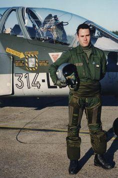 Marc Scheffler, l'auteur de «La guerre vue du ciel», récidive. Il signe un nouveau document intitulé «La naissance d'un pilote» dans lequel le pilote de Mirage 2000D raconte sa passion de l'aviation, ses débuts en(...)