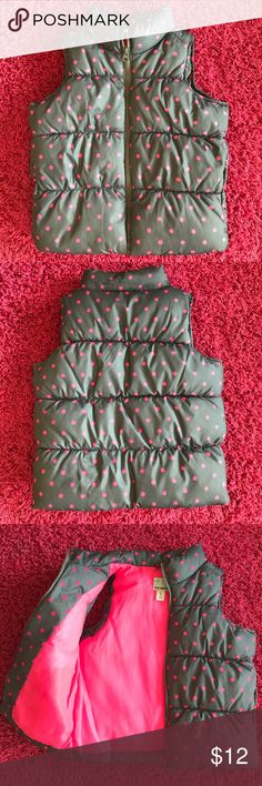 Girls polkadot puffer vest Grey/pink puffer vest,  size 6-7, front zipper, has pockets. New condition, never worn Old Navy Jackets & Coats Vests