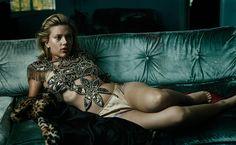 Magazine: Vanity Fair Year: 2004 Models: Scarlett Johansson  Photographer: Annie Leibovitz