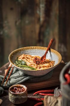 chill sauce with noodles photo中式湖南辣酱拌面 Rustic Food Photography, Food Photography Tips, Food Poster Design, Food Design, Goan Recipes, Food Concept, Food Presentation, Food Plating, Food Dishes