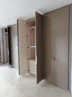 Wardrobe Cabinet Bedroom, Wardrobe Room, Bedroom Cupboard Designs, Wardrobe Design Bedroom, Master Bedroom Interior, Bedroom Cupboards, Wardrobe Cabinets, Bedroom Furniture Design, Home Decor Furniture