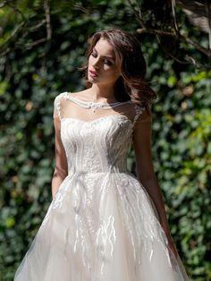 Svadobné šaty s nádhernou aplikáciou na korzete