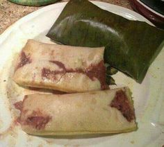 Tamales with beans (pisques) Latin American Food, Latin Food, Honduran Recipes, Mexican Food Recipes, Sweet Tamales, El Salvador Food, Salvadoran Food, Honduras Food, Gastronomia