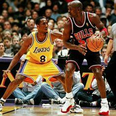 Michael Jordan Chicago Bulls Kobe Bryant Los Angeles Lakers - Beauty is Art Love And Basketball, Basketball Legends, Basketball Pictures, Jordan 10, Air Jordan, Kobe Vs Jordan, Jordan Shoes, Nba Players, Basketball Players