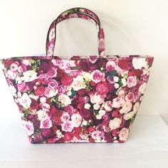 "Kate Spade New York Grant Street Floral Tote Bag Kate Spade New York Grant Street Floral Tote Bag dimensions: 18"" width 11"" height and 6"" depth at the bottom ❌ sorry no trades - price is firm even if bundled ❌ kate spade Bags Totes"
