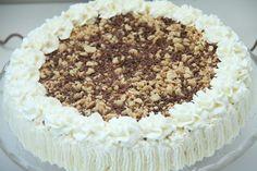 Snickerskake - My Little Kitchen Mini Wedding Cakes, Wedding Cakes With Flowers, Summer Cakes, Little Kitchen, Edible Flowers, Tiramisu, Kitchens, Food And Drink, Sugar