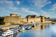 Castle of Brest, the strongest and oldest fortified place in Brittany, has still visible Roman foundations Brittany Ferries, Costa, French Castles, Brest, France, Time Out, Places To Visit, Europe, Photos