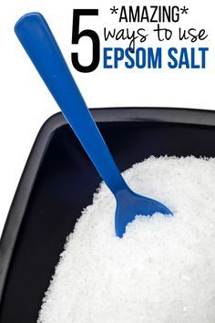 Amazing Remedies 5 Amazing Ways to Use Epsom Salt - Who knew a salt could be so versatile! - Try these 5 amazing ways to use epsom salt throughout your home. Who knew a salt could be so versatile? Epsom Salt For Hair, Epsom Salt Uses, Salt Hair, Epsom Salt Cleanse, Face Scrub Homemade, Homemade Gifts, Flea Treatment, Detox Recipes, Diy Beauty