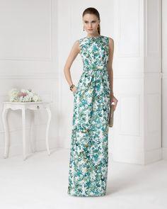 Vestido de pique estampado. Color verde y coral.
