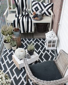 20 Awesome Small Balcony Ideas Glorifying Even The Tiniest of Spaces! The Best of home decoration in 2017 20 Awesome Small Balcony Ideas Glorifying Even The Tiniest of Spaces! The Best of home decoration in Balcony Design, Patio Design, Balcony Ideas, Patio Ideas, Terrace Ideas, Diy Patio, Porch Ideas, Veranda Ideas, Ikea Patio