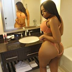 Thickness encased in peach lingerie
