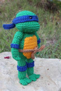 Ravelry: Teenage Mutant Ninja Turtle pattern by Nichole's Nerdy Knots http://www.ravelry.com/patterns/library/teenage-mutant-ninja-turtle-2