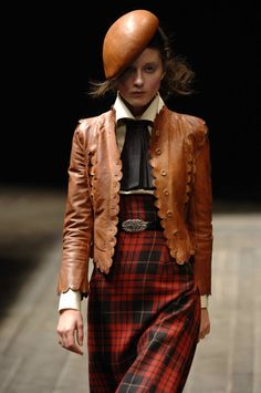 internationalrunway:  Alexander McQueen Fall/Winter 2006, Widows of Culloden.