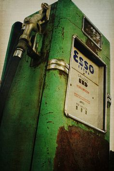 I want to buy a gas station. Old Gas Pumps, Vintage Gas Pumps, Vintage Signs, Vintage Cars, Pompe A Essence, Exclusively Pumping, Old Gas Stations, Filling Station, Old Signs