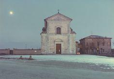 Luigi Ghirri, La chiesa di Cittanova, Modena, 1985, C-print mm 150x115