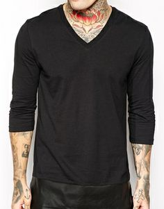Bild 3 von ASOS 3/4 Sleeve T-Shirt With Faux Leather Hem And V Neck
