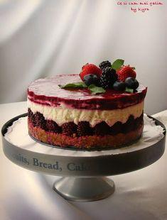 Cheescake este un desert indragit In intreaga lume. In timp ce multi presupun ca acesta isi are originea in New York , de fapt istoria sa ... Cookie Recipes, Dessert Recipes, Sweets Cake, Food Cakes, Healthy Sweets, Something Sweet, Cheesecakes, Oreo, Cake Decorating