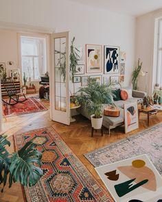 home decorations cozy boho living room wiht art and plants Decoration Hall, Decoration Bedroom, Decoration Design, Wall Decor, Wall Art, Decoration Inspiration, Room Inspiration, Decor Ideas, Room Ideas