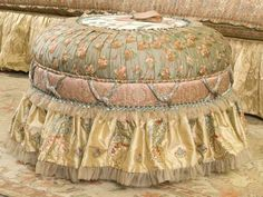 tuffet...guess I'm back into making these to get the materials used up... Shabby Cottage, Cottage Chic, North Carolina Furniture, Decore Sua Casa, Shabby Chic Style, Shabby Chic Decor, Shabby Chic Homes, Upholstered Furniture, Painted Furniture