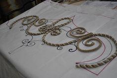 №8 далее,сделав необходимое количество деталей сгибаем их  по лекалу и собираем в нашу композицию