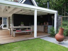 Stoere keuken en bar voor buiten in eiken met beton #buitenkeuken #buitenbar #eiken #beton