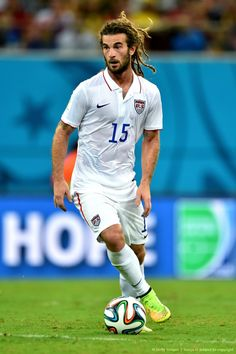 Kyle Beckerman please divorce your wife and marry me!!!