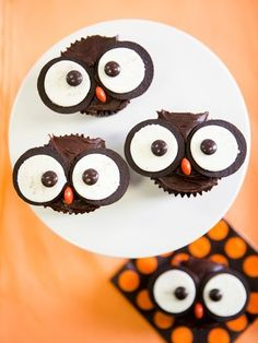 To make these adorable owl muffins, bake chocolate muffins as you normally would and ice with chocolate frosting. Mini Oreo cookies split in two make the eyes with chocolate M for the pupil.
