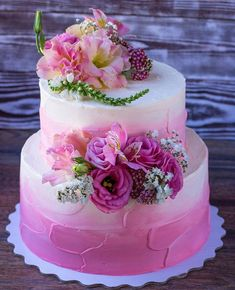 Bolo Floral, Floral Cake, Beautiful Cake Designs, Beautiful Cakes, Pretty Cakes, Cute Cakes, Cake Decorating Techniques, Cake Decorating Tips, Birthday Cake Greetings