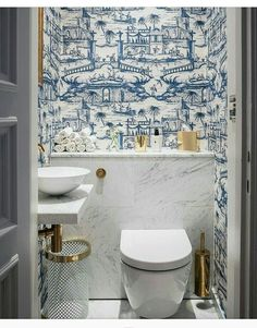 Cheap Home Decor blue and white powder bath.Cheap Home Decor blue and white powder bath Bad Inspiration, Bathroom Inspiration, Interior Inspiration, Blue And White Wallpaper, Bold Wallpaper, Wallpaper Toilet, Unusual Wallpaper, Blue Wallpapers, Wallpaper Ideas