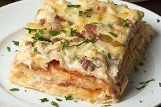 Aprenda a fazer a lasanha de frango e bacon:   Esta lasanha de frango e bacon é o almoço perfeito para sua família