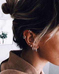 Piercing Smiley, Cartilage Piercing Hoop, Pretty Ear Piercings, Ear Peircings, Ear Piercings Cartilage, Multiple Ear Piercings, Double Cartilage, Anti Helix Piercing, Mouth Piercings