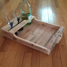 Wine serving Tray made from select pallets with wood handles one coat polyurethane Pallet Tray, Wood Tray, Wooden Pallet Projects, Woodworking Projects Diy, Woodworking Clamps, Wooden Serving Trays, Wooden Diy, Wood Pallets, Pallet Wood